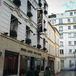 L'elegante facciata dell'hotel