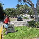 Camino al centro po el barrio cerrado