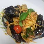SPAGHETTI WITH CLAMS, MUSSELS AND SEABASS.