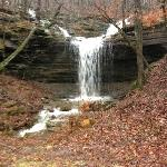 There are many beautiful waterfalls