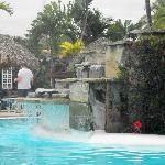 Une belle cascade à la piscine