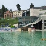Vista geral do hotel e piscinas principais