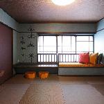 【碧の間】瑞々しい碧色の壁が映える8畳和室(定員2名様)