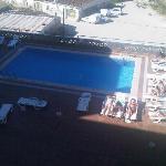 Blick aus dem 5. Stock auf den Pool