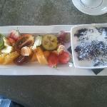 Black sticky rice and fruit
