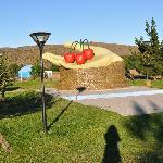 monumento alli se realiza la fiesta de la cereza