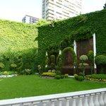 Hotel Emperador Garden2