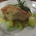 Pollo grigliato con ripieno al formaggio e patate al forno