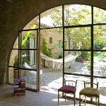Arco del salón acceso al patio y jardín