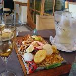 Parrillada de Mariscos con Vino Blanco