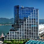 The Fairmont Waterfront hotel enjoys the best location in the city!