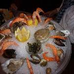 une assiette de fruits de mer en entrée