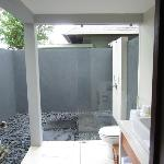 Open-air shower (Hot/Cold)