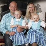 Hüttenwirt Benny Siller mit Maria und den Kindern Sara und Julia