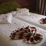 Les lits sont fait différaments tout les jours (pétales de roses)