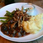 Mushrooms, green beans and mashed potato