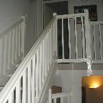 Escalier pour se rendre aux chambres
