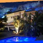 die Lodge bei Nacht und Vollmond
