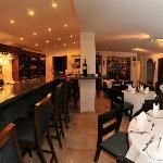 Bar El Catala con una surtida variedad de vinos y licores