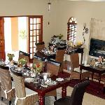 der Frühstücksraum mit Kamin