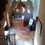 Vista della reception e dell'adiacente sala relax bombi.