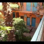 le patio vu de la chambre n° 6