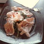 salade de roquette aux fraises et jambon de pays