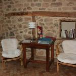 Salon où les brochures touristiques sont à disposition