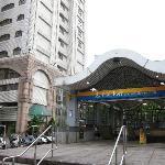 地下鉄駅とホテル