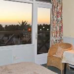 De la chambre, vue sur la mer au coucher de soleil