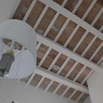 Foto soffitto con travi a vista