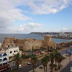 Вид из номера на океан и португальскую крепость