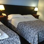 Habitacion doble con una cama single adicional