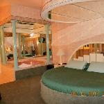 Manhattan Room: Bed and Jacuzzi