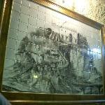 un particolare quadro di maioliche con il castello di Tropea