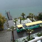 Zimmeraussicht auf Lidobus und hoteleigene Liegewiese