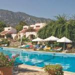 Camellia bungalows set around the Cabana pool