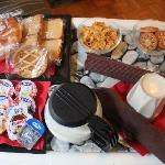 Breakfast (8:00-10:00)