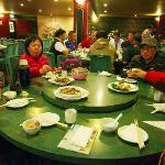 中国のご家族と」一緒に食事