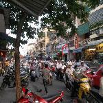 hanoi street scene (41316954)