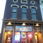 ‪Big Ed's Bar & Grill‬