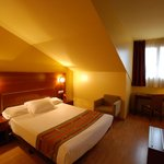 Habitación cama de matrimonio