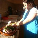 Kokkin Xiam bereid een heerlijke maaltijd in onze eigen riad