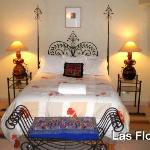 Los Flores - Suite On Second Floor - Convenient to kitchen and has great views