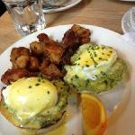 eggs benedict (avocado no bacon)