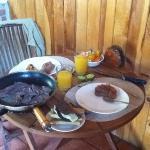 Desayunito en el comedor. todo del mercado de Valle de Bravo.