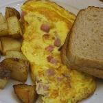 Breakfast - Ham/cheese omelete