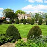 Courts Gardens