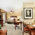 Spacious King Studio Suite w/ Full Kitchen