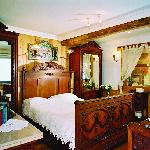 Antique room with jacuzzi